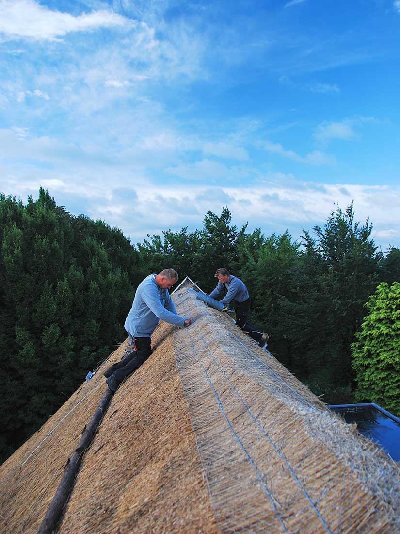 Constructie, Rieten dak voorbereiding rietvorsten nokafwerking