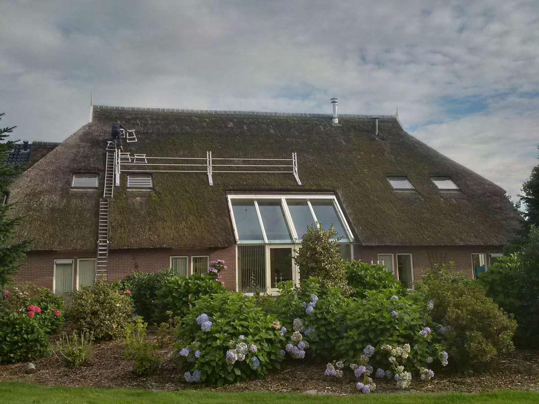 Eelderwolde | Het rieten dak voor schoonmaak