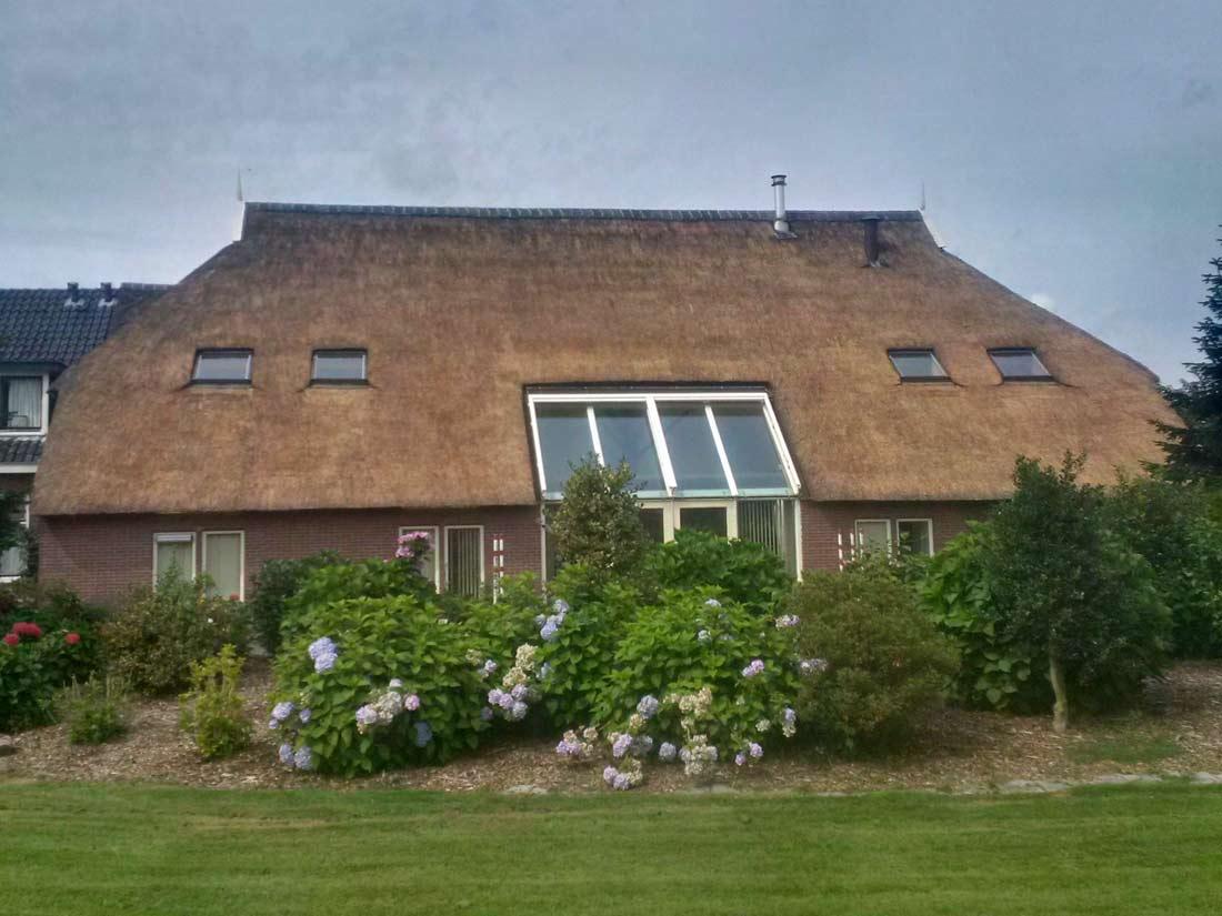 Eelderwolde - Onderhoud rieten dak woonboerderij...