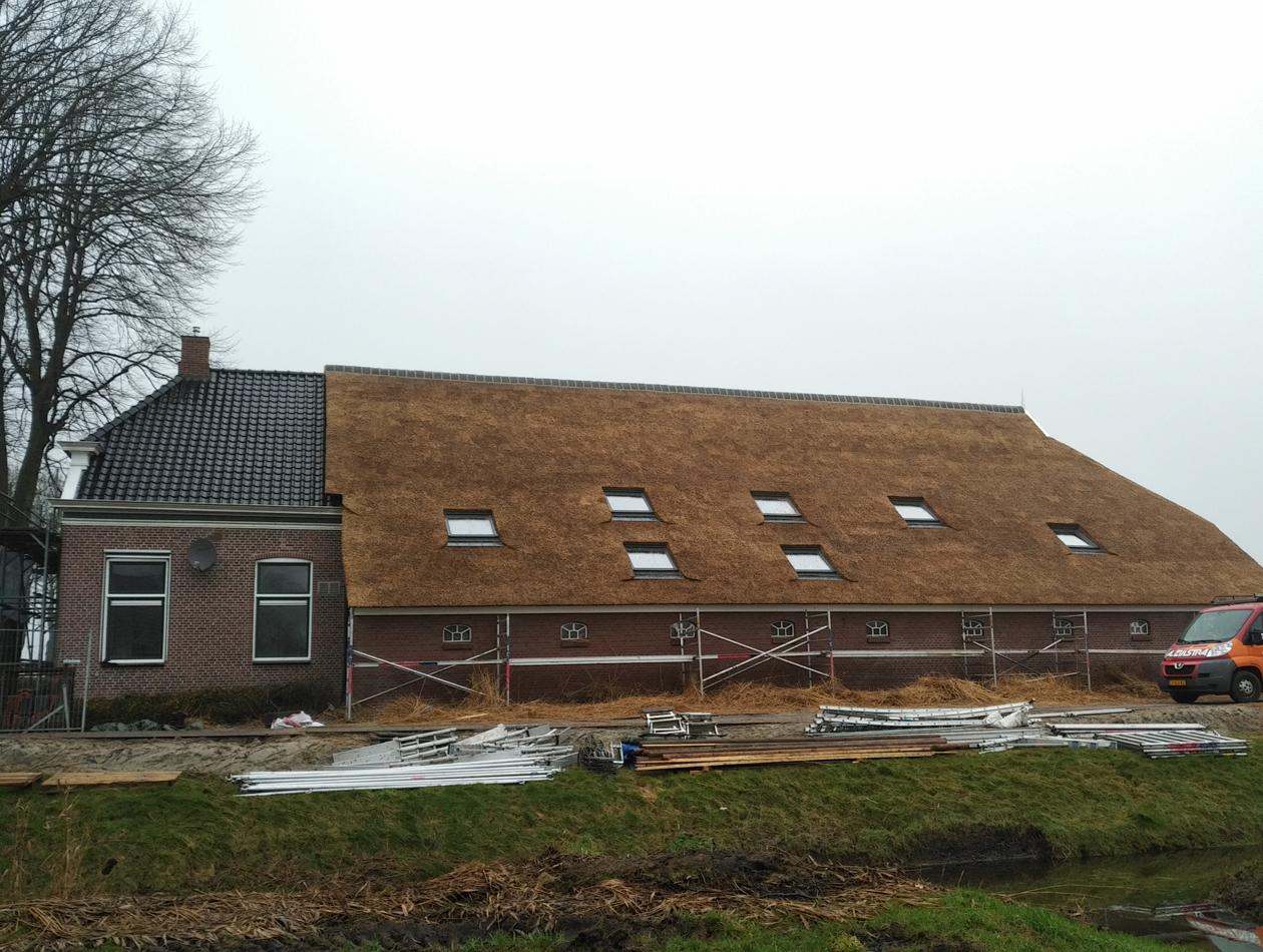 Harkstede - Vervangen sporen en rieten dak