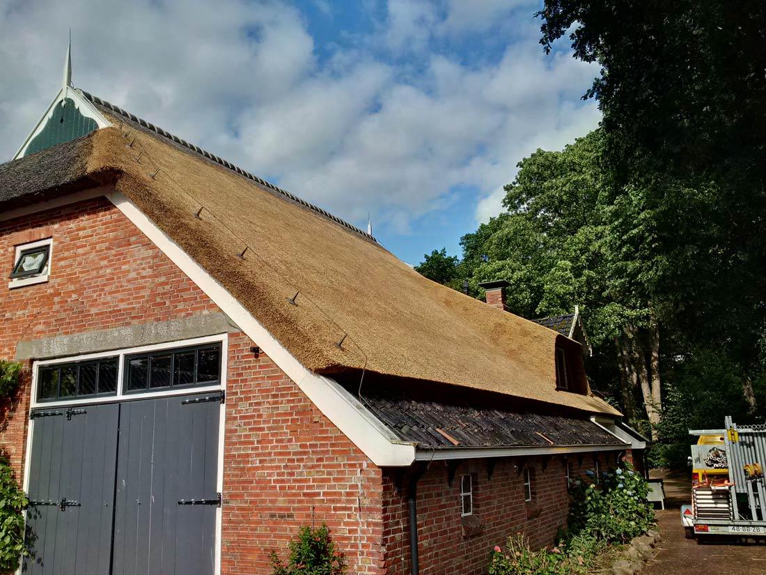 Paterswolde - vervangen rieten dak bedekking en...