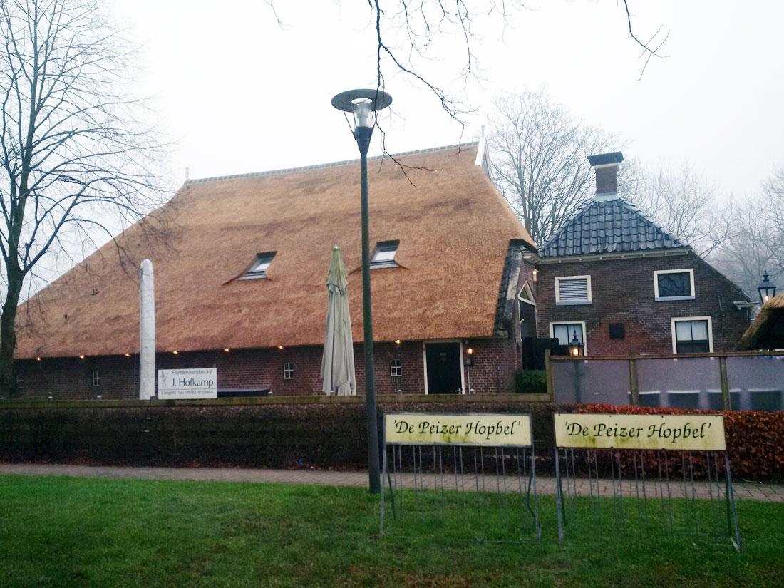 Peize - Vervangen rieten dak Peizer Hopbel te...