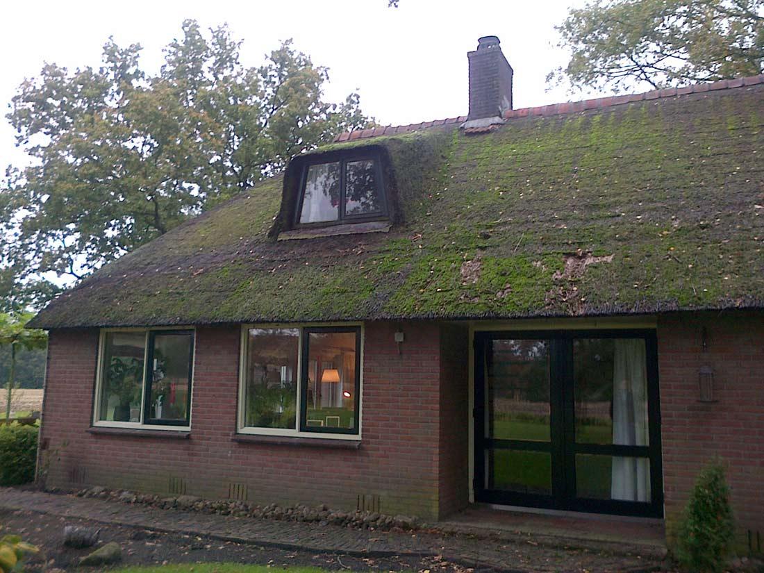 Vervangen van het rieten dak en plaatsen gesloten kapconstructie