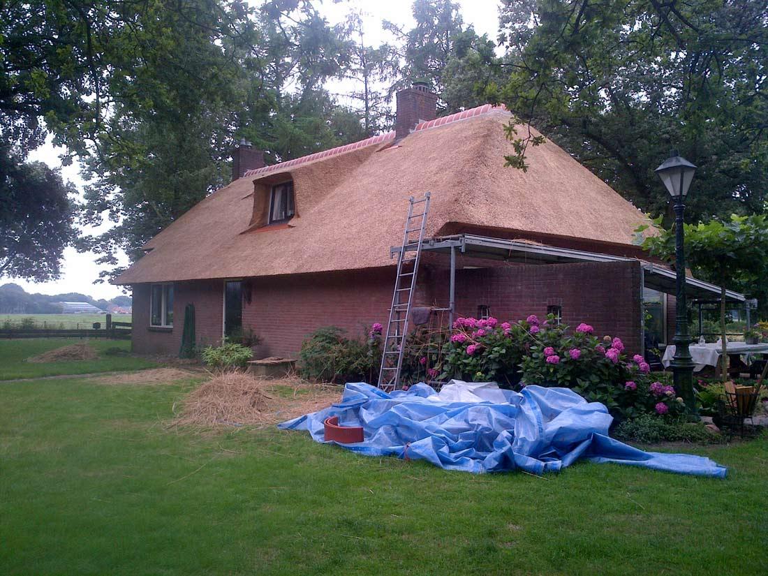 Zuidlaren  - Vervangen van het rieten dak en plaatsen gesloten kapconstructie in Zuidlaren.